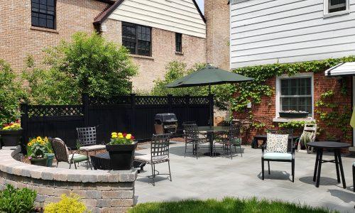 Lattice Top Black Vinyl Privacy Fence in Courtyard